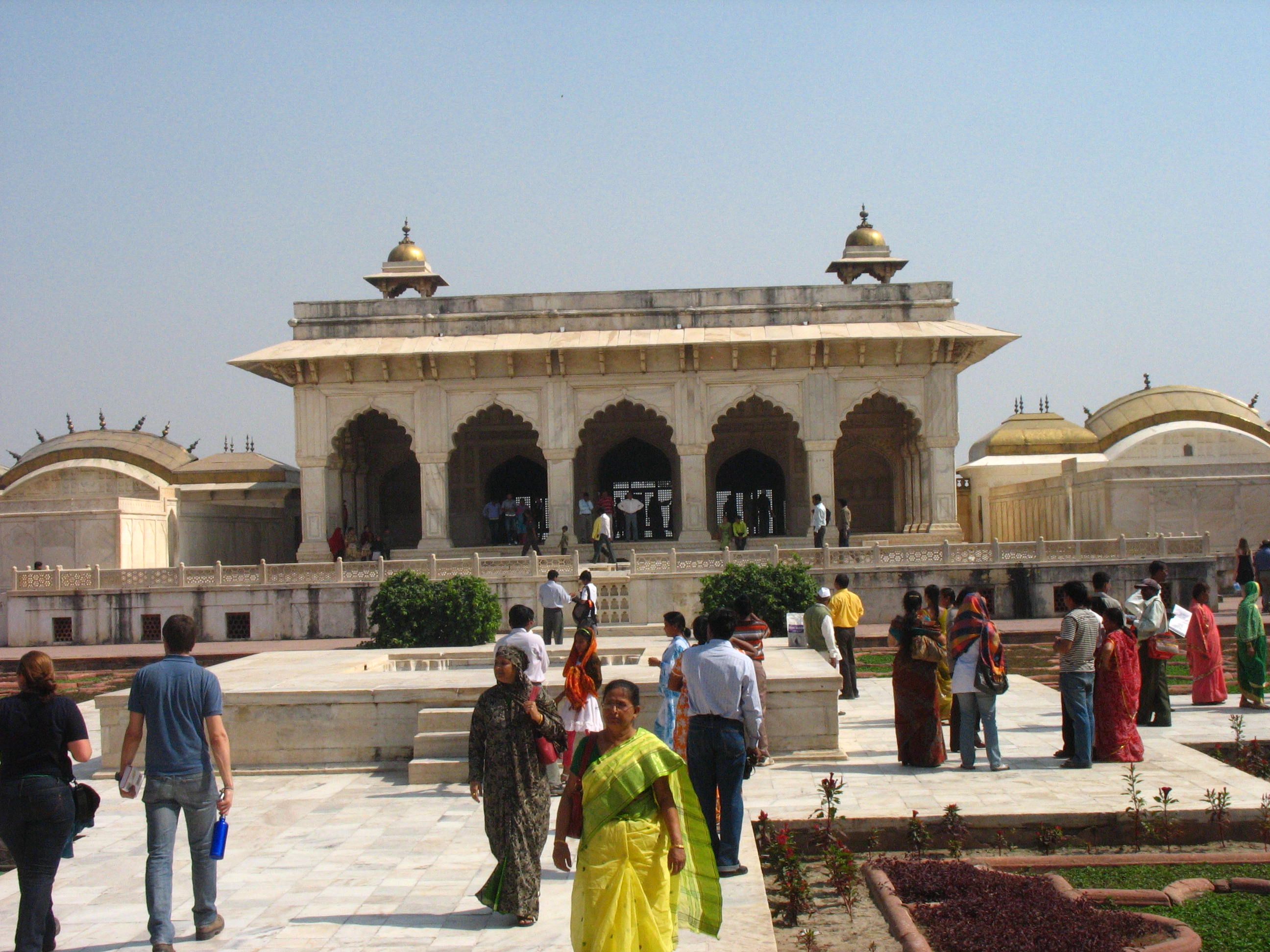 The iconic fort of the mughals world beneath the feet for Diwan i aam images