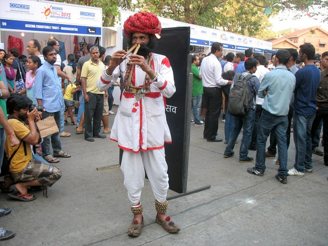 20_Flute player