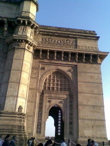 7_ Gateway of India