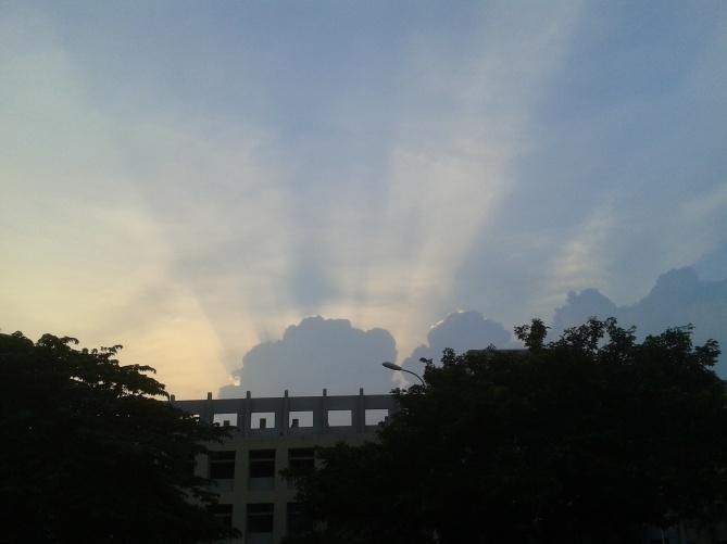 Perumbakkam Chennai_Sun behind the clouds