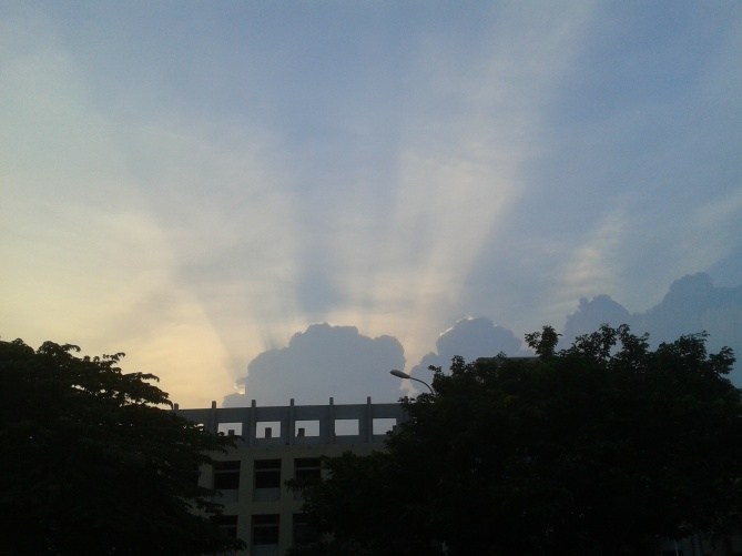 Perumbakkam Chennai_Sun behind the clouds